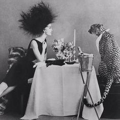 Photo by Sheila Metzner, Vogue, 1989 Black N White, Black White Photos, Black And White Photography, Vogue Editorial, Editorial Fashion, Art Photography, Fashion Photography, Moda Vintage, Bunt