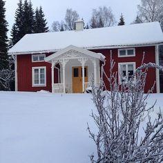 Torpet i vinterskrud ! #torpet #torpliv #countryhouse #farstukvist…