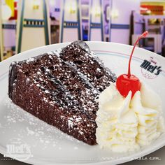 #Chocolate #Fudge #Cake, para los amantes del chocolate con nata. Se sirve templada.