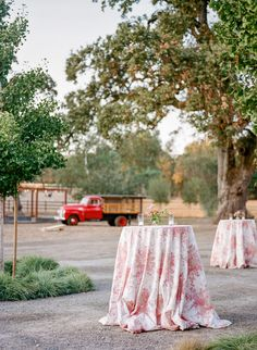 La Tavola Fine Linen Rental: Olivia Blush | Photography: Christina McNeill, Event Planning & Design: Kaella Lynn Events, Florals: Amanda Vidmar, Catering: Jessica Lasky Catering, Venue: K2 Ranch, Rentals: Encore Events Rentals