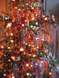 Go Retro This Christmas with Vintage Christmas Lights Christmas Lights Images, Vintage Christmas Lights, Christmas Tinsel, Silver Christmas Tree, Xmas Lights, Christmas Scenes, Christmas Past, Christmas Tree Decorations, Christmas Stuff