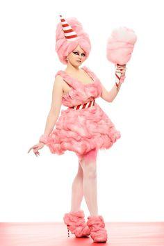 Cotton Candy Halloween Costume vllt mit Tutu und einem Top mit Watte beklebt.