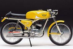 ITOM ASTOR 4M - 1965 Small Motorcycles, Vintage Motorcycles, Custom Moped, Art Of Man, Mini Bike, Classic Bikes, Motocross, Motorbikes, Cycling