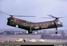 Vertol (VFW) H-21C Shawnee (44) aircraft picture Attack Helicopter, Military Helicopter, Military Jets, Military Aircraft, Boeing Ch 47 Chinook, Aircraft Design, Shawnee, Navy Ships, Aircraft Pictures