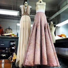 Designer Gilles Mendel gives a glimpse of the Resort 2015 Collection in progress. Couture Fashion, Diy Fashion, Love Fashion, Runway Fashion, Fashion Design, Gala Dresses, Couture Dresses, Pattern Draping, Dress Form Mannequin