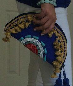 Boho Tribal Beaded Clutch by ARoxDesign on Etsy Más Pochette Diy, Couture Main, Do It Yourself Jewelry, Potli Bags, Boho Bags, Beaded Clutch, Crochet Purses, Crochet Bags, Handmade Bags