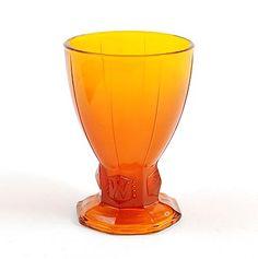 Botterweg Auctions Amsterdam > Oranje persglazen Wilhelminabeker met twee keer een meegeperste 'W', vervaardigd als herinnering aan de Oranje-expositie in Leerdam, ontwerp A.D.Copier 1948, uitvoering Glasfabriek Leerdam