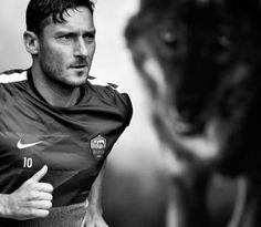 Francesco Totti As Roma 10 Italia Série a As Roma, Football, Sports, Pickles, Fictional Characters, Italia, Soccer, Hs Sports, Futbol