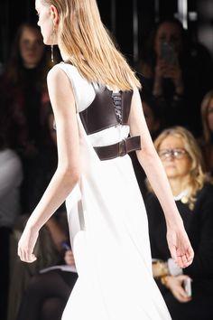 Louis Vuitton Fall 2016 Ready-to-Wear Fashion Show Details