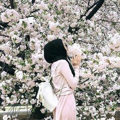 Image about hijab in flowers 🌹🌺 by princess Rose Muslim Women Fashion, Islamic Fashion, Modest Fashion, 90s Fashion, Hijabi Girl, Girl Hijab, Hijab Outfit, Hijab Casual, Hijab Chic