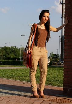Primark-pantaloni-a-cavallo-basso-bershka-t-shirt~look-main-single