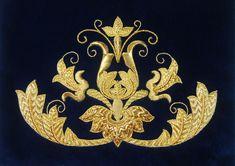 BARROCO SIGLO XXI:BRODERIE D'OR- Motivo decorativo de estilo barroco, bordado en oro sobre terciopelo azul para particular. (Barokový dekoratívne motív, vyšívané zlatom na modrý zamat.)
