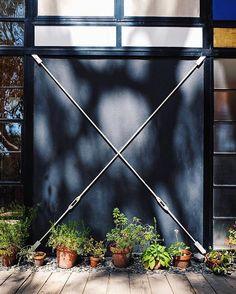 X will mark the place. #travel #travelgram #usa #california #losangeles #eames #eameshouse #midcentury #architecture #architecturelovers #midcenturyarchitecture #modernism #steelhouse #dreamhouse #house #explore #roadtrip #southyewest