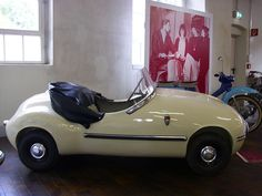Brütsch V2 1957 Funny Looking Cars, Vintage Cars, Antique Cars, Mini Car, Kids Bicycle, Engin, Pedal Cars, Cute Cars, Small Cars