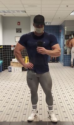 Gym Guys, Gym Men, Male Model Body, Male Models, Gym Outfit Men, Gym Outfits, Cycling Lycra, Mens Compression Pants, Mens Tights