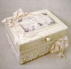 shabby, vintage, artesanato, mfd, caixas decoradas,: Shabby Chic Diy Decoupage Projects, Decoupage Box, Craft Projects, Project Ideas, Cigar Box Projects, Cigar Box Crafts, Shabby Chic Crafts, Vintage Crafts, Altered Cigar Boxes