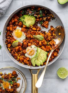 This chipotle sweet potato hash is perfect for breakfast, lunch or dinner. Bulked up with quinoa and tons of flavor, it& a great pantry weeknight meal! Sweet Potato Breakfast, Sweet Potato Hash, Breakfast For Dinner, Breakfast Recipes, Dinner Recipes, Quinoa Breakfast, Dinner Ideas, Clean Eating, Healthy Eating