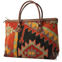 / carpet bag made with kilim fabric from morocco / My Bags, Purses And Bags, Tapete Floral, Kilim Fabric, Indian Blankets, Carpet Bag, Mode Style, Beautiful Bags, Bag Making