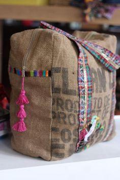 Jute Tas.  Cute zippered bag.