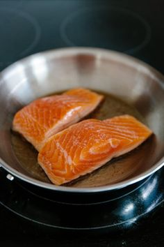 When it comes to simple, quick-cooking weeknight meals, salmon fillets always have a place in my regular lineup. This foolproof technique delivers a perfect medium-cooked fillet that& tender and flaky with deliciously crispy pan-seared skin. Salmon Recipe Pan, Seared Salmon Recipes, Pan Seared Salmon, Salmon With Skin Recipes, Salmon Stovetop Recipes, Tortellini, Cook Salmon On Stove, Cooking Salmon Fillet, Pan Cooked Salmon