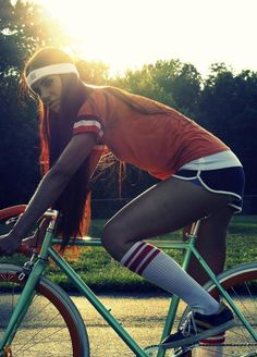 Love the track shorts, tube socks, and bike 10 speed Fixed Gear Girl, Chicks On Bikes, Tube Socks, Bicycle Girl, Bike Style, Knee High Socks, I Love Girls, Athletic Women, Cool Bikes