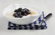 Schnelles Birchermüesli mit Jogurt - Alle Zutaten mischen, in Schalen verteilen....