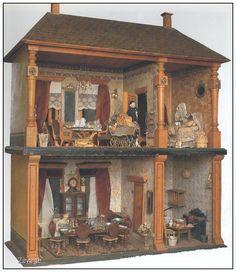 Dit uit vier kamers bestaande poppenhuis werd in de periode 1870-1890 in Neurenberg (Duitsland)  vervaardigd. De inrichting is nog geheel origineel. De lampjes zijn gemaakt door speelgoedfabrikant Marklin.  Dit poppenhuis is een goed voorbeeld van het vakmanschap van de makers.  Poppenhuizen leveren een schat aan informatie over zaken als inrichting, mode en gewoonten in een  bepaalde periode. (Collectie Toy- Toy, Rotterdam