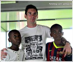 Leo com crianças de Senegal