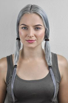 Silver Ombre Hair Dye Tutorial with oVertone Check out this tutorial to learn how to get that perfect silver ombre hair at home with oVertone! It's a DIY ombre made easy. LOVE this hair color! Diy Ombre Hair, How To Ombre Your Hair, Ombre Hair At Home, Silver Ombre Hair, Grey Hair Dye, Dyed Hair Ombre, Dyed Hair Blue, Dip Dye Hair, Dyed Blonde Hair