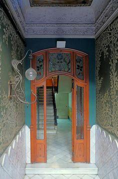 Art Nouveau doorway... notice the great light fixture
