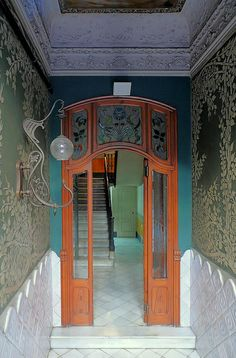 Art Nouveau doorway... notice the great light fixture