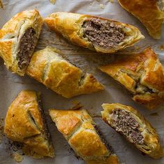 Our Australian Lamb & Sausage Roll is the perfect snack. It is basically a meat pie, and we used lamb and mild Italian pork Sausage. Aussie Food, Australian Food, Australian Recipes, Aussie Bbq, Lamb Recipes, Cooking Recipes, Greek Recipes, Quesadillas, Spoon Fork Bacon