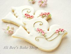 Beautiful Dove Cookies ~ by Ali Bee's Bake Shop~❥ Bird Cookies, Fancy Cookies, Royal Icing Cookies, Cupcake Cookies, Sugar Cookies, Cookies Decorados, Galletas Cookies, Bautizo Cakes, Baptism Cookies