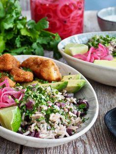 Disk opp med en deilig, litt annerledes fiskemiddag! Perfekt til tacokvelden om du vil ha noe annet enn tacos men likevel vil ha noe tex-mex mat. Sea Food, Tex Mex, Potato Salad, Nom Nom, Dinner Recipes, Potatoes, Meat, Chicken, Healthy