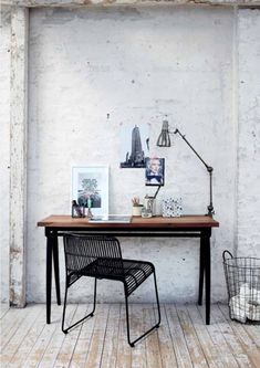 Stylish home office with industrial look, from House Doctor  #Homeoffice #desk #blackchair #industrialstyle #Scandinavian #Escritorio #Officina #sillanegra #estiloindustrial #Escandinavo #interiorismo #decoración