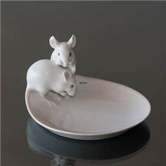 Pair of mice on dish, Bing & grondahl Pottery Sculpture, Sculpture Clay, Ceramic Painting, Ceramic Art, Pottery Handbuilding, Pottery Painting Designs, Clay Design, Animal Decor, Air Dry Clay
