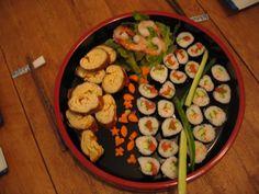 Japanilainen rullamunakas -tamagoyaki / tai 4 kananmunaa, 2 rkl sokeria, 4 rkl dashi-lientä, suolaa