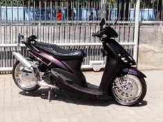 Scooter Custom, Custom Bikes, Lowrider, Scooter Motorcycle, Motor Scooters, Gas And Electric, 50cc, Cars And Motorcycles, Yamaha