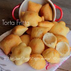 Torta fritta di Parma ... non è un dolce! E' un gustoso gnocco fritto tipico parmigiano.La mia ricetta prevede la patate che lo rende più morbido e saporito.