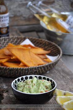 Due bionde in cucina: Guacamole con triangolini di mais alla paprika