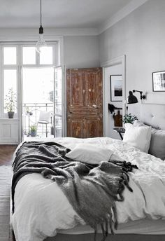 Grey rustic bedroom cozy up with this fall apartment decor inspiration grey rustic bedroom furniture Rustic Bedroom Furniture, Rustic Bedrooms, Modern Bedrooms, Furniture Vintage, House Furniture, White Furniture, Furniture Ideas, Fall Apartment Decor, Burgundy Bedroom