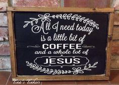 Alles wat ik vandaag nodig hebben is een klein beetje koffie en een heleboel van Jezus. Geschilderde houten teken. Koffiebar.