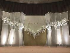 Reception Stage Decor, Wedding Stage Backdrop, Wedding Backdrop Design, Indoor Wedding Decorations, Chinese Wedding Decor, Wedding Photo Walls, Garden Party Wedding, Wedding Preparation, Wedding Flower Arrangements