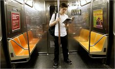 The Joy of Reading in the Subways of New York - NYTimes.com