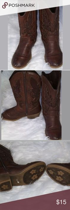 """JUSTICE Girl's Faux Suede Cowboy Boots JUSTICE Girl's Faux Suede Cowboy Boots Brown Rhinestone Bling Cowgirl  •Has scuffs throughout each boot •Has some wear on the boot •Sole of the boots have some wear •Odor Free •Smoke Free Household •All wear is shown in the pictures  Retailed for 45.00. Size 3 with 1 1/2 """" heels. Width is 3 1/4"""". Length is 8"""". Justice Shoes Boots"""
