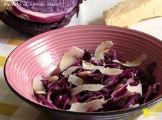 Insalata di cavolo rosso, parmigiano e pinoli (ricetta antipasto). Ricetta antipasto o contorno light cavolo cappuccio rosso in insalata con aceto balsamico