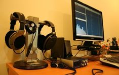 10 Super Creative DIY Headphone Stand Ideas (Some are from Recycled Materials) Best In Ear Headphones, Diy Headphones, Diy Headphone Stand, Desk Lamp, Table Lamp, Hifi Audio, Audiophile, Recycled Materials, Headset