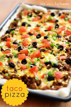 Taco Pizza-- 1 pound lean ground beef 1 envelope taco seasoning mix 1 ounce) can refrigerated Pillsbury pizza dough 1 ounce) can refried beans cups shredded cheddar cheese cup chopped tomatoes cup sliced black olives 4 green onions, chopped Think Food, I Love Food, Good Food, Yummy Food, Yummy Taco, Beef Recipes, Mexican Food Recipes, Cooking Recipes, Healthy Recipes