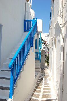 Straatje Mykonons stad Griekenland by lindabrands290, via Flickr