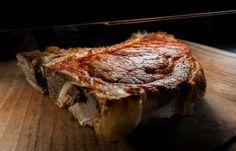 Ένα στέκι για τους λάτρεις του κρέατος, του οποίου η δημιουργία και το όλο concept Wood Restaurant, Steak, Food, Steaks, Hoods, Meals, Beef